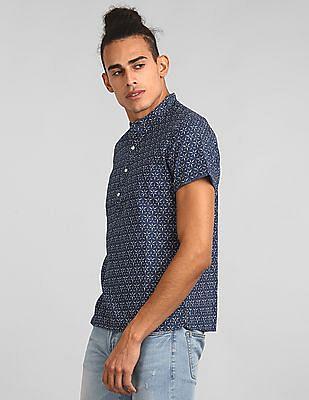 GAP Men Blue Short Sleeve Half-Button Shirt In Chambray